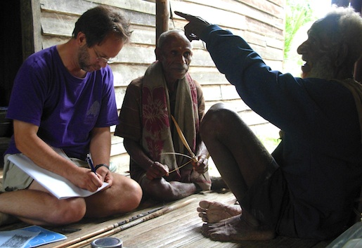 Roger Lohmann in 2007 discussing Asabano arrows, formerly used in warfare, with elders Kafko and Bledalo during his ethnographic research in Papua New Guinea. (Photo by D. R. Garrett)